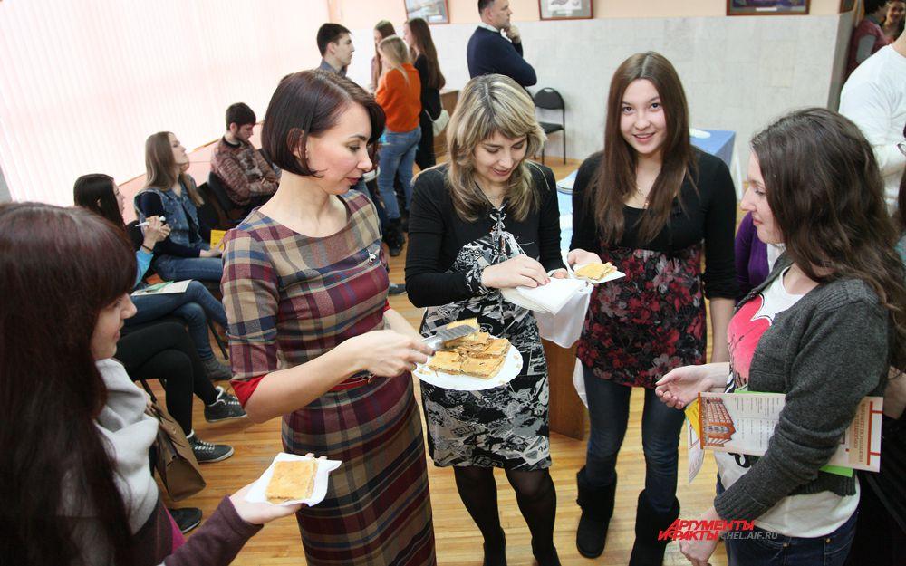 Пирогами угощала ректор ЧелГУ Диана Циринг