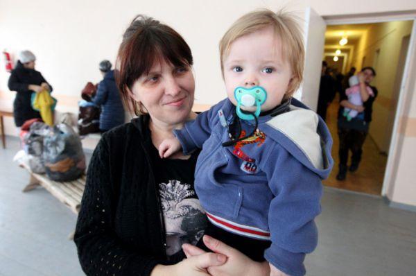 Сегодня в трёхэтажном здании детского оздоровительного лагеря «Парус» размещены уже 138 граждан Украины.