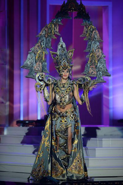 Мисс Индонезия Эльвира Девинамира