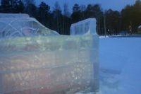 Поврежденный ледовый городок в Ангарске.