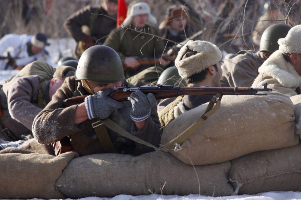 На поле боя собралось 150 солдат.