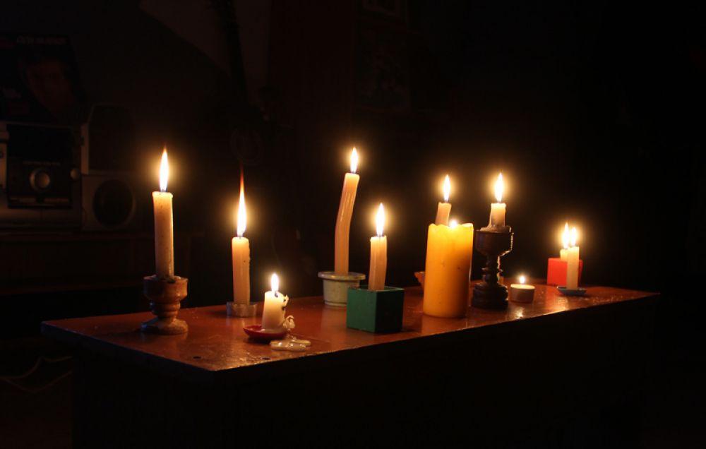 При свечах песни Высоцкого звучали очень проникновенно