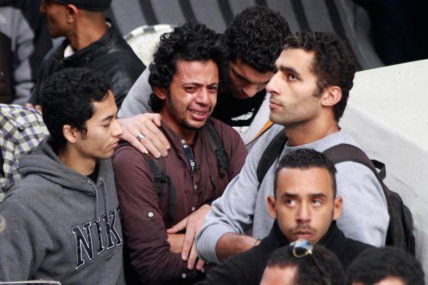 При разгоне несанкционированной демонстрации представителей левых движений в Каире погибла активистка партии «Народная социалистическая коалиция» Шайма ас-Саббаг. Она скончалась в результате огнестрельного ранения в голову, но в МВД утверждают, что стражи порядка использовали только слезоточивый газ. На ее похороны в Александрии пришли около тысячи человек.