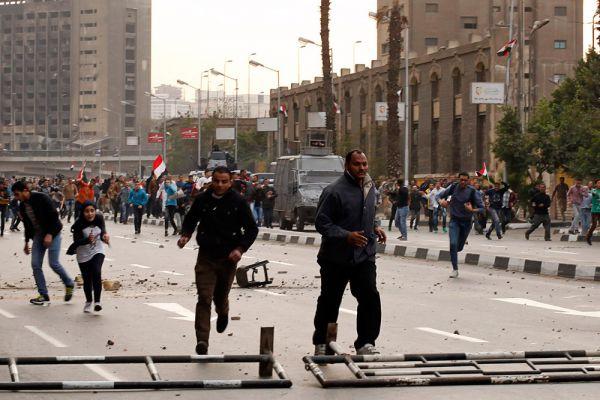 Но, несмотря на принятые меры, в ряде городов страны проходят несанкционированные демонстрации, перерастающие в стычки с полицией.
