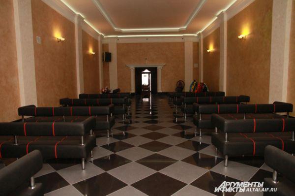 В крематории есть два зала для прощания - простой и vip