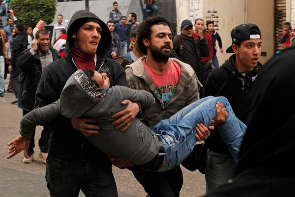 Также беспорядки прошли в Александрии и провинции Кафр эш-Шейх. По последним данным, в столкновениях с полицией погибло 18 человек, ранены более пятидесяти.
