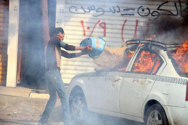 Также в Египте произошло несколько взрывов. Сотрудники МВД обезвредили в общей сложности около десяти взрывных устройств.