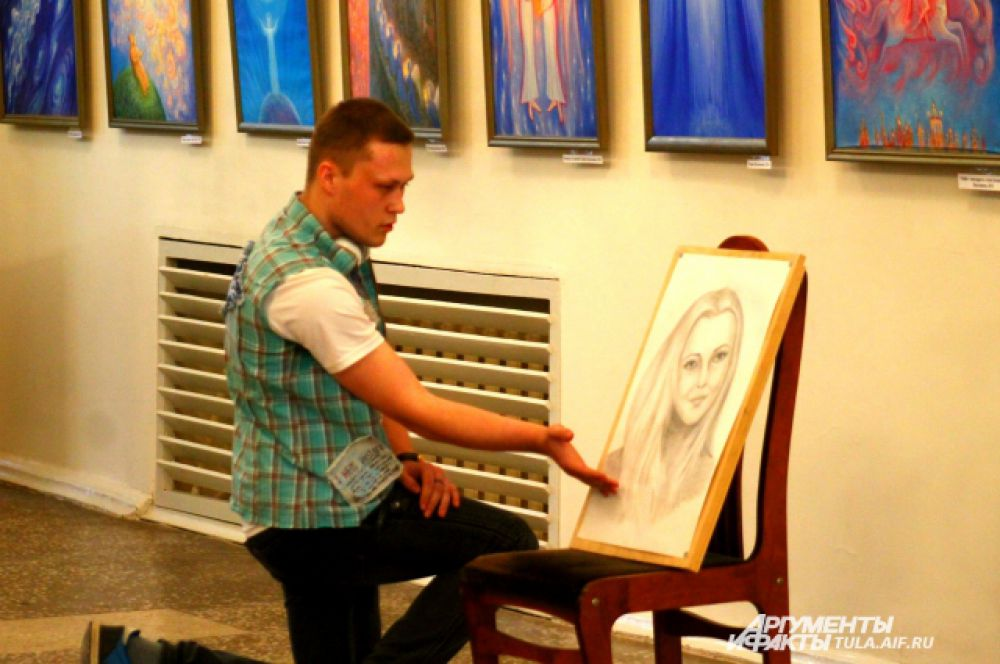 По мимо проектов, зрители могут увидеть и картины, которые выполнены молодыми художниками
