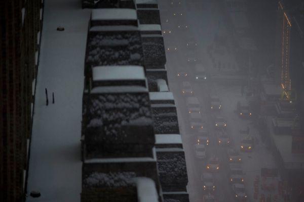 Запрещена парковка на многих улицах - это сделано для того, чтобы не мешать работе снегоуборочной техники. Объявлено, что, по всей вероятности, в день снегопада учащиеся останутся дома.