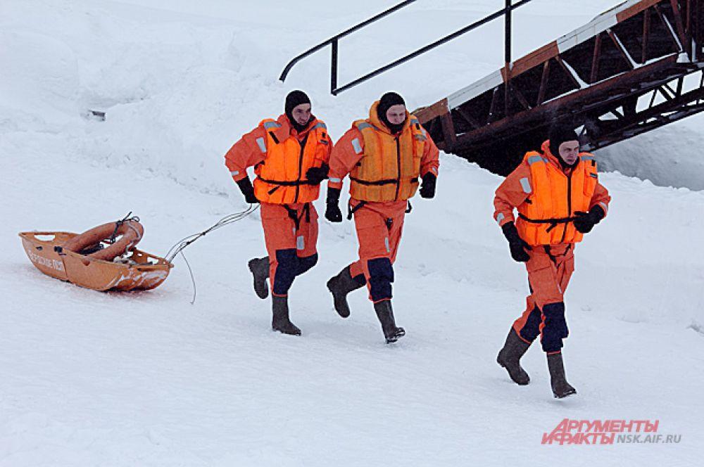 В водах Бердского залива инсцинировали чрезвычайную ситуацию: на оторванной льдине остался человек.