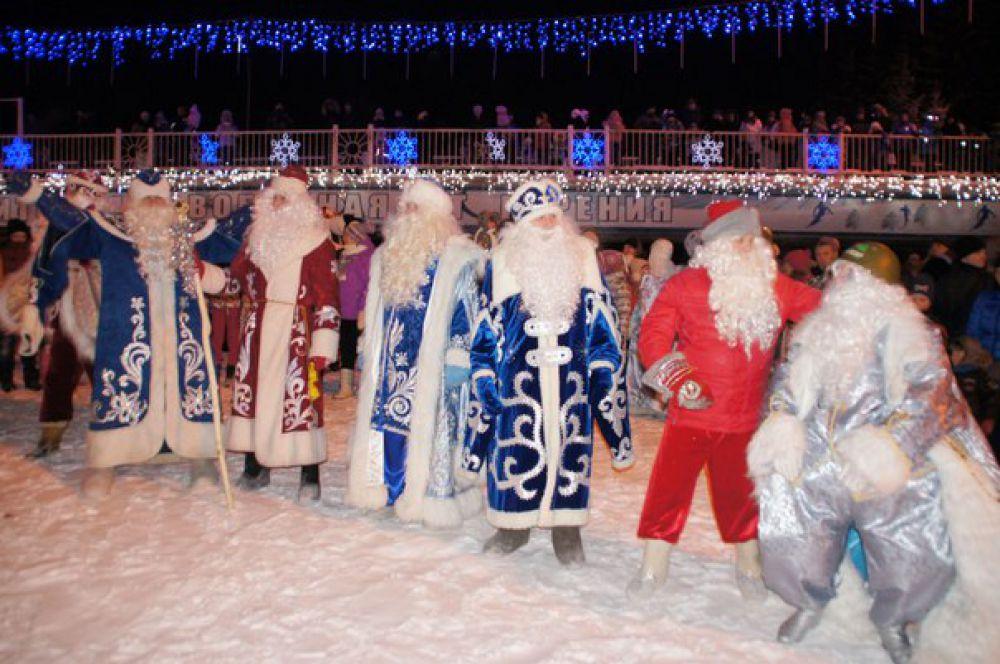 Здесь уже несколько лет подряд проходит Всероссийский Съезд Дедов Морозов и Снегурочек.