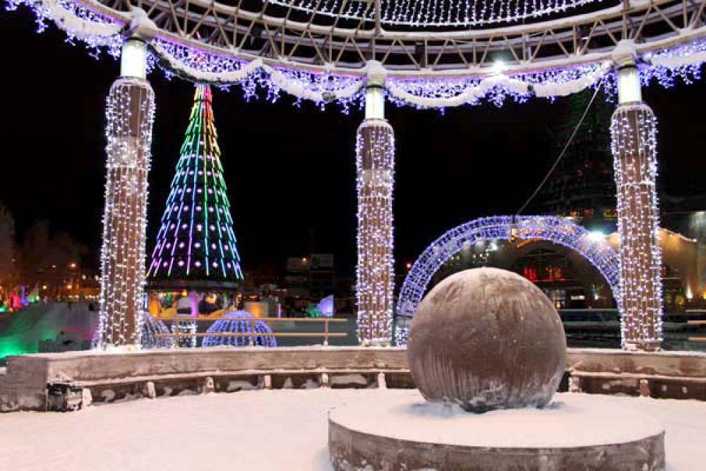 Зимой город становится главной Новогодней столицей Югры.