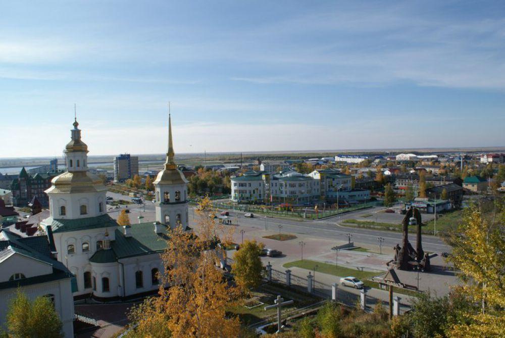 На площади Свободы стоит храм Покрова Пресвятой Богородицы. Дата его постройки – 1816 г.