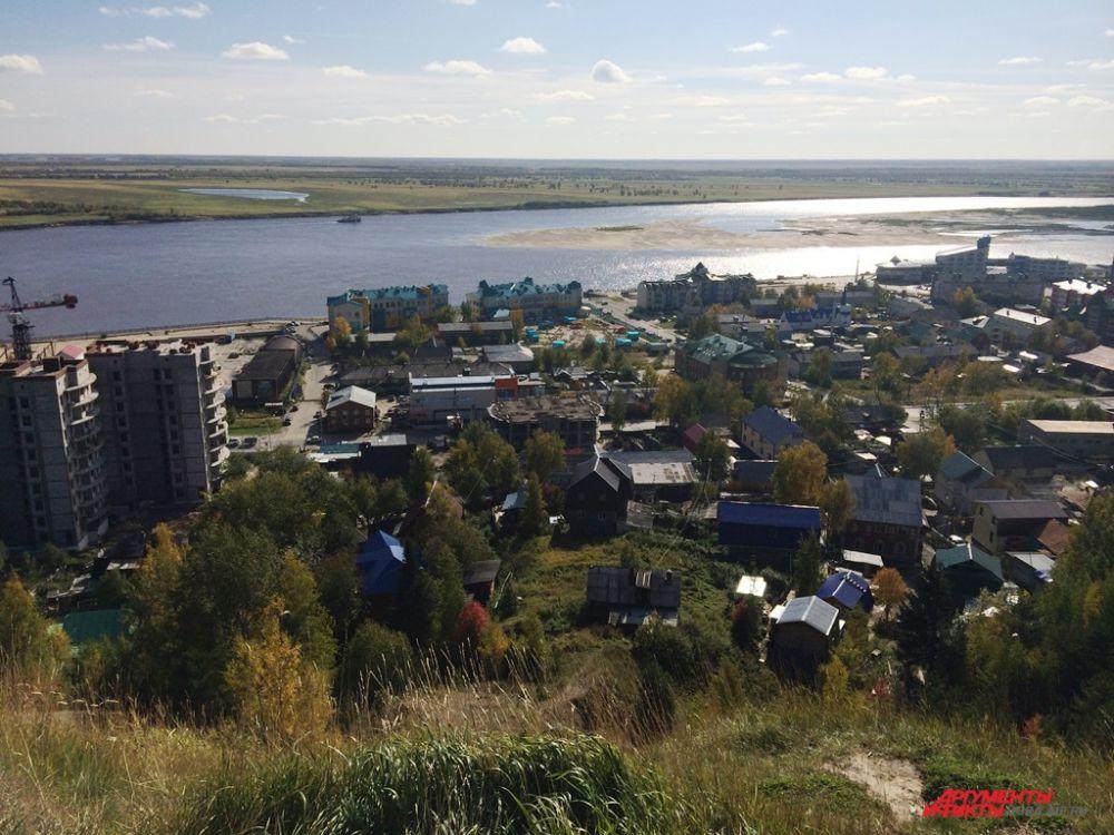 Старейшая часть города Ханты-Мансийска – Самарово. Вид со стелы Первооткрывателям земли югорской.