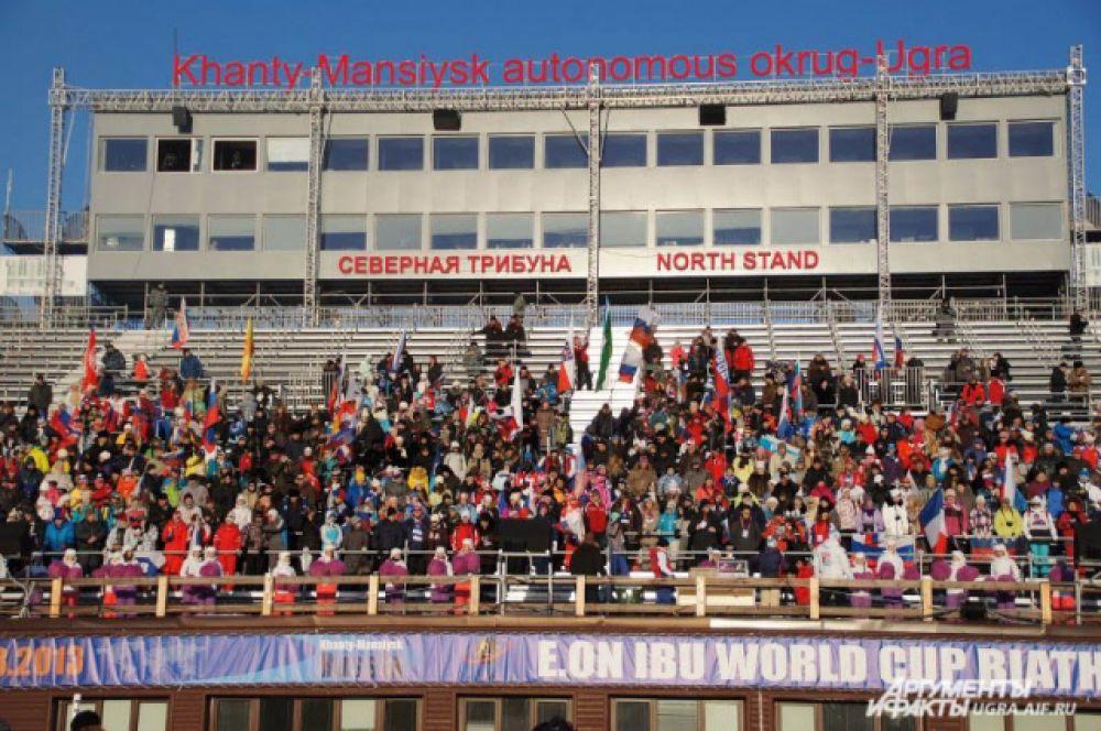 Тысячи туристов заранее бронируют билеты и приезжают в далекий город на Севере России, чтобы поболеть за своих любимых спортсменов.