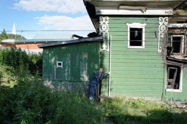 Правда, сейчас этот дом нуждается в реставрации после недавнего пожара.