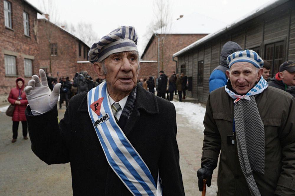 Бывшие узники концлагеря на мероприятии, посвященном 70-летию освобождения концентрационного лагеря Аушвиц-Биркенау, в Освенциме.
