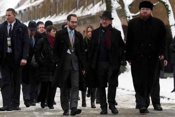 Также бывший концлагерь посетил Стивен Спилберг, который снимет документальный фильм о 70-летии освобождения Освенцима.
