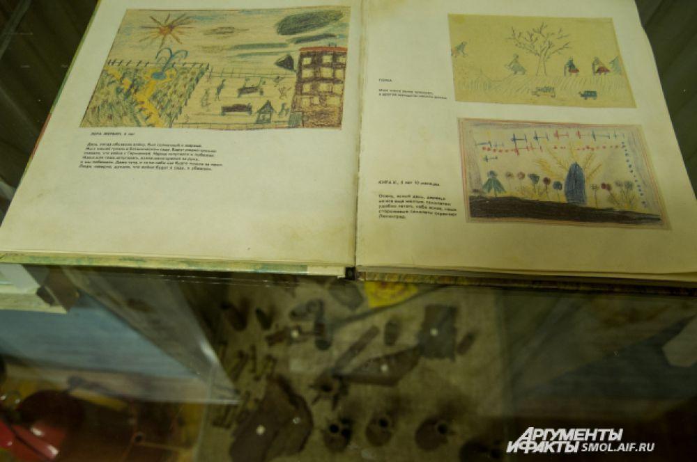 Всего в архивах и общем доступе школьного музея находится более 800 экспонатов.