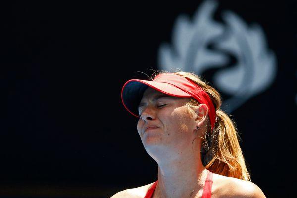 Наша Маша громко плачет... Мария Шарапова в матче второго круга Australian Open против соотечественницы Александры Пановой.
