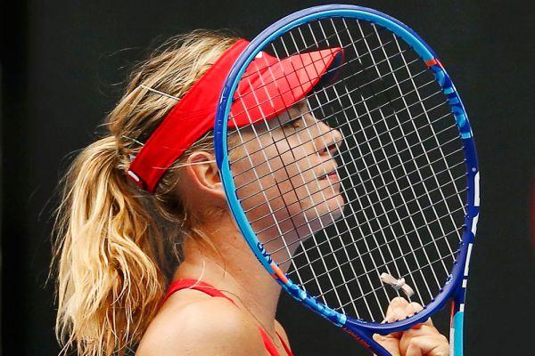 Мария Шарапова в матче второго круга Australian Open против соотечественницы Александры Пановой.