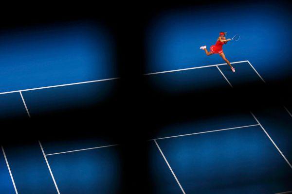 Чего не сделаешь ради того, чтобы посмотреть на игру Марии. Шарапова в матче первого круга Australian Open против хорватки Петры Мартич.