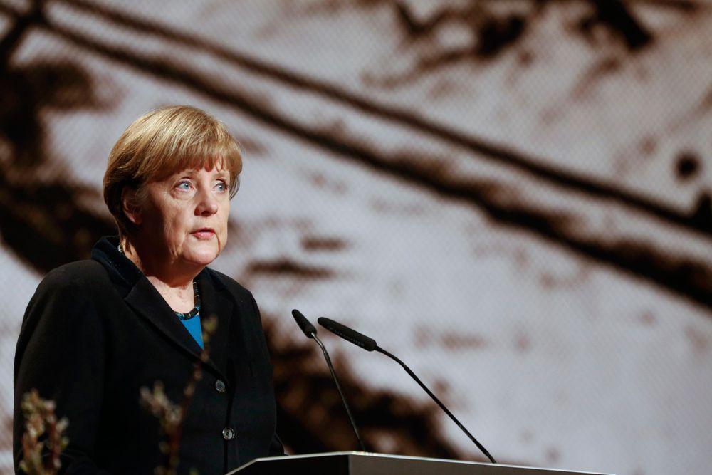 На церемонии, посвященной памяти жертв лагеря Освенцим, Ангела Меркель накануне напомнила о том, что узников Аушвица 27 января 1945 года освободили советские войска: «Это большая честь для меня - быть сегодня здесь с вами. Возможность говорить с вами наполняет меня чувством благодарности. Сегодня мы вспоминаем 70-летие со дня освобождения лагеря Аушвиц-Биркенау советскими солдатами...»
