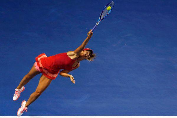 Под мощью ударов Марии пока не устояла ни одна соперница. Мария Шарапова в матче первого круга Australian Open против хорватки Петры Мартич.