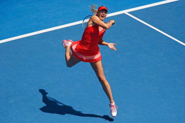 Мария Шарапова в матче четвертого раунда Australian Open против китаянки Пэн Шуай.