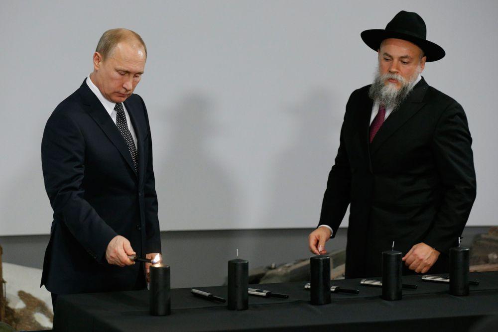 Памятные мероприятия, посвященные годовщине освобождения Освенцима, проходят в Москве. Днем в Еврейском музее и центре толерантности побывал Владимир Путин. Президент почтил память погибших в нацистских застенках и подчеркнул, что нельзя допустить, чтобы преступления, подобные Холокосту, когда-нибудь повторились.