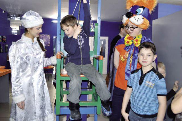 Поход на новогоднее представление в Парк научных развлечений стал праздником для ребят.