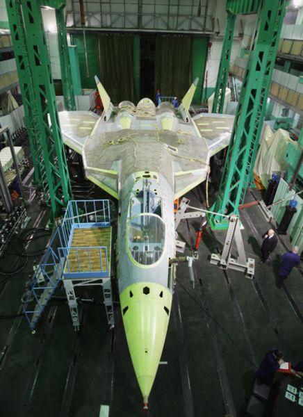 Российский истребитель-невидимка Т-50 ПАК ФА компании «Сухой» может стать грозным соперником таких американских боевых самолетов пятого поколения, как F-22 Raptor производства Lockheed Martin и единого ударного истребителя F-35. На самом деле, по некоторым параметрам новый российский самолет превзойдет оба американских истребителя, однако у ПАК ФА есть свои недостатки.