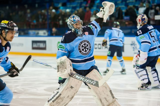 Хоккейная «Сибирь» победила «Адмирал»