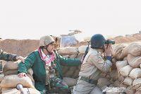 Позиции курдских ополченцев близ Мосула, дальше - территория, контролируемая «ИГ».