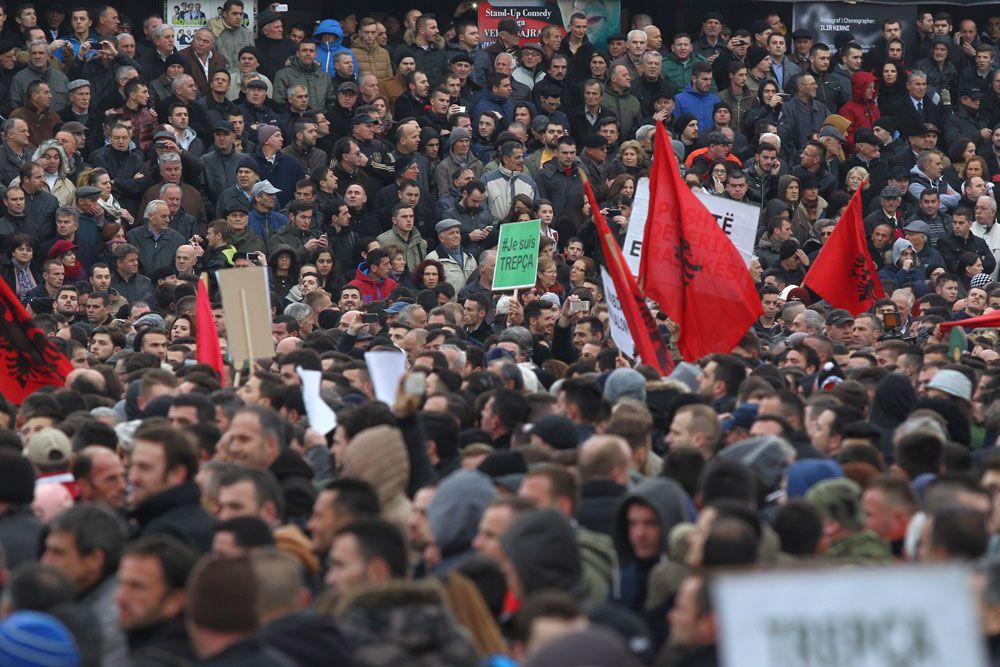 озднее министр извинился за свои слова, заявив, что не знал о трагедии Джяковицы, где во время войны погибло много мирных граждан из числа албанцев.