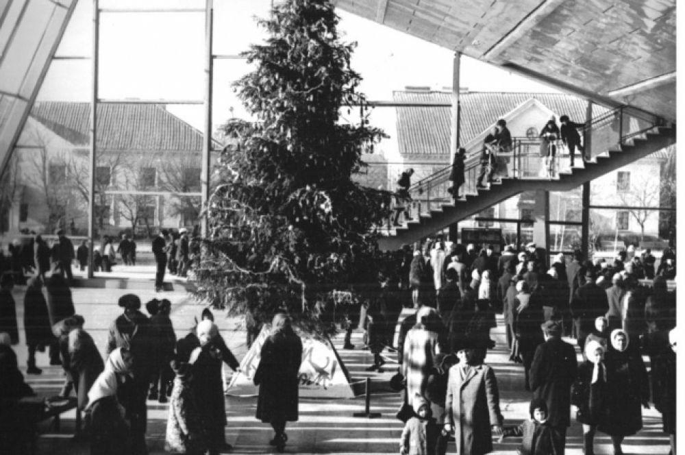 Кинотеатр был сдан в эксплуатацию в начале мая 1967 года.
