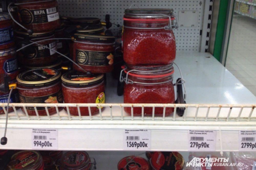 ТОП-10 самых дорогих продуктов. 1-е место: настоящая лососевая икры 1570 рублей за полкилограмма.