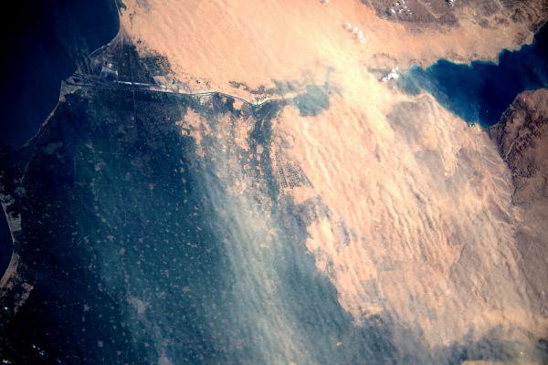 Пыльная буря над Суэцким каналом.