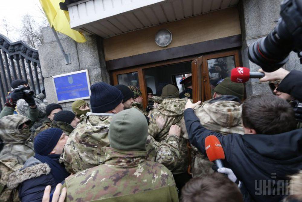 Протест бойцов батальона «Айдар» под Министерством обороны
