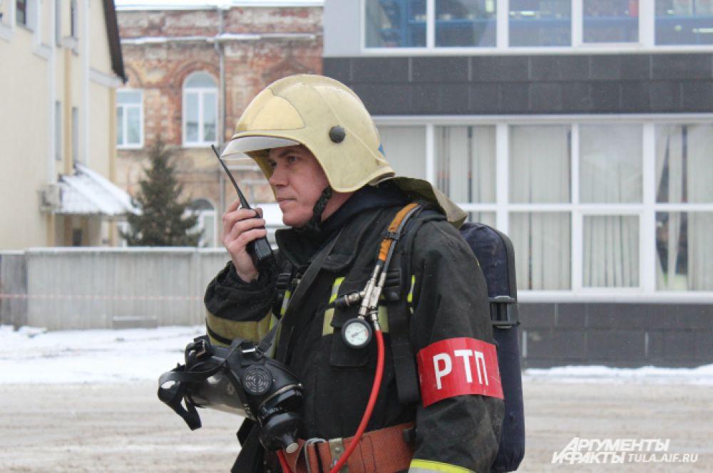 Первые пожарные машины приехали спустя шесть минут после объявления тревоги.
