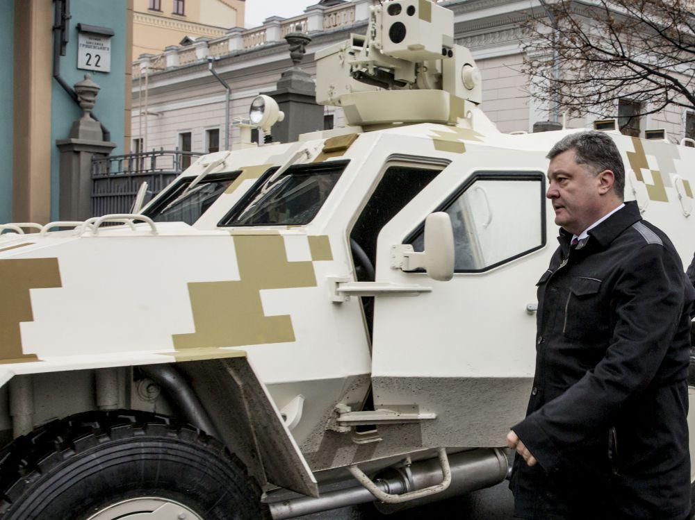 Петр Порошенко протестировал БТР «Дозор-Б»