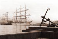 Корабли «Седов» и «Паллада» в порту Новороссийска.