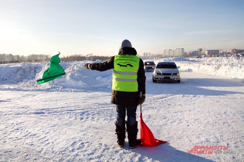 Первое место занял новосибирец Николай Зеленин на автомобиле  Nissan Laurel.