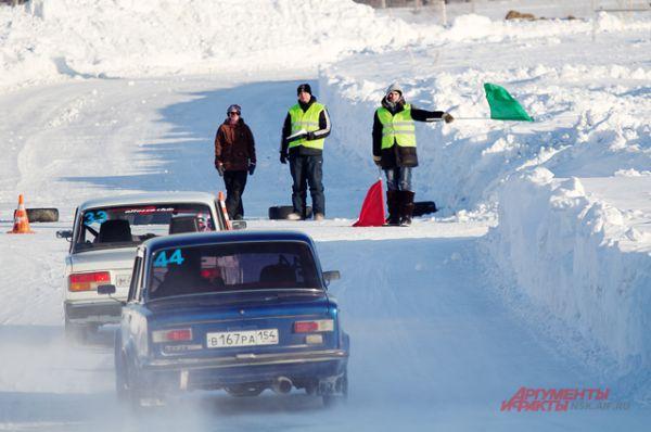 Второе место досталось Дмитритрию Шалагинову из Новосибирска на машине Toyota Carina, а третье место занял Вячеслва Цауне на ВАЗе 2107