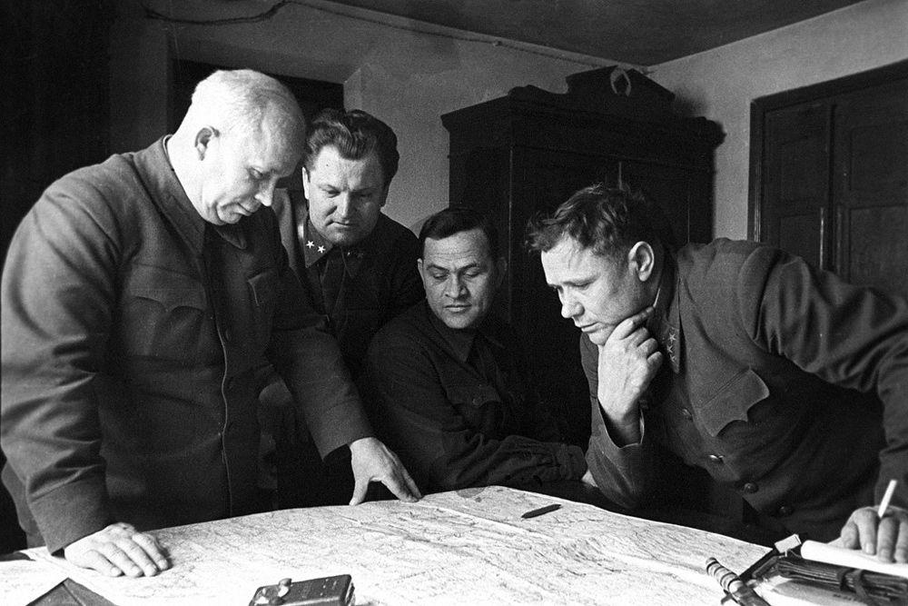 К началу Сталинградской битвы противник имел превосходство над советскими войсками в танках и артиллерии — в 1,3, в самолётах — более чем в два раза.