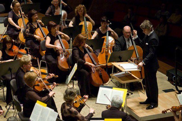 Филармония призывает сделать селфи на фоне оркестра.