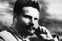 Советский государственный партийный и военный деятель Михаил Фрунзе. Репродукция фотографии 1920 года.