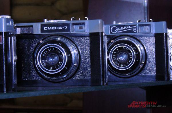«Смена» - семейство советский школьных фотоаппаратов и другой фотографической техники. Все фотоаппараты «Смена» производились в расчёте на массового потребителя, поэтому отличались простотой устройства и невысокой ценой.