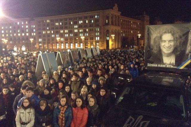В память о погибшем артисте на Майдане в Киеве
