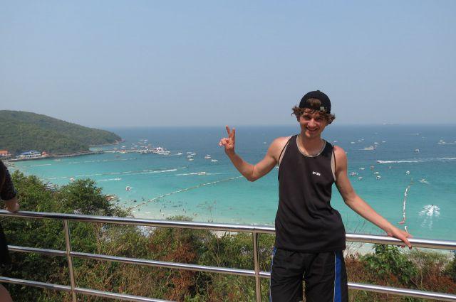 Александр добрался до острова Паттайя в Таиланде.